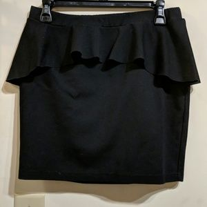Cute fitted black skirt